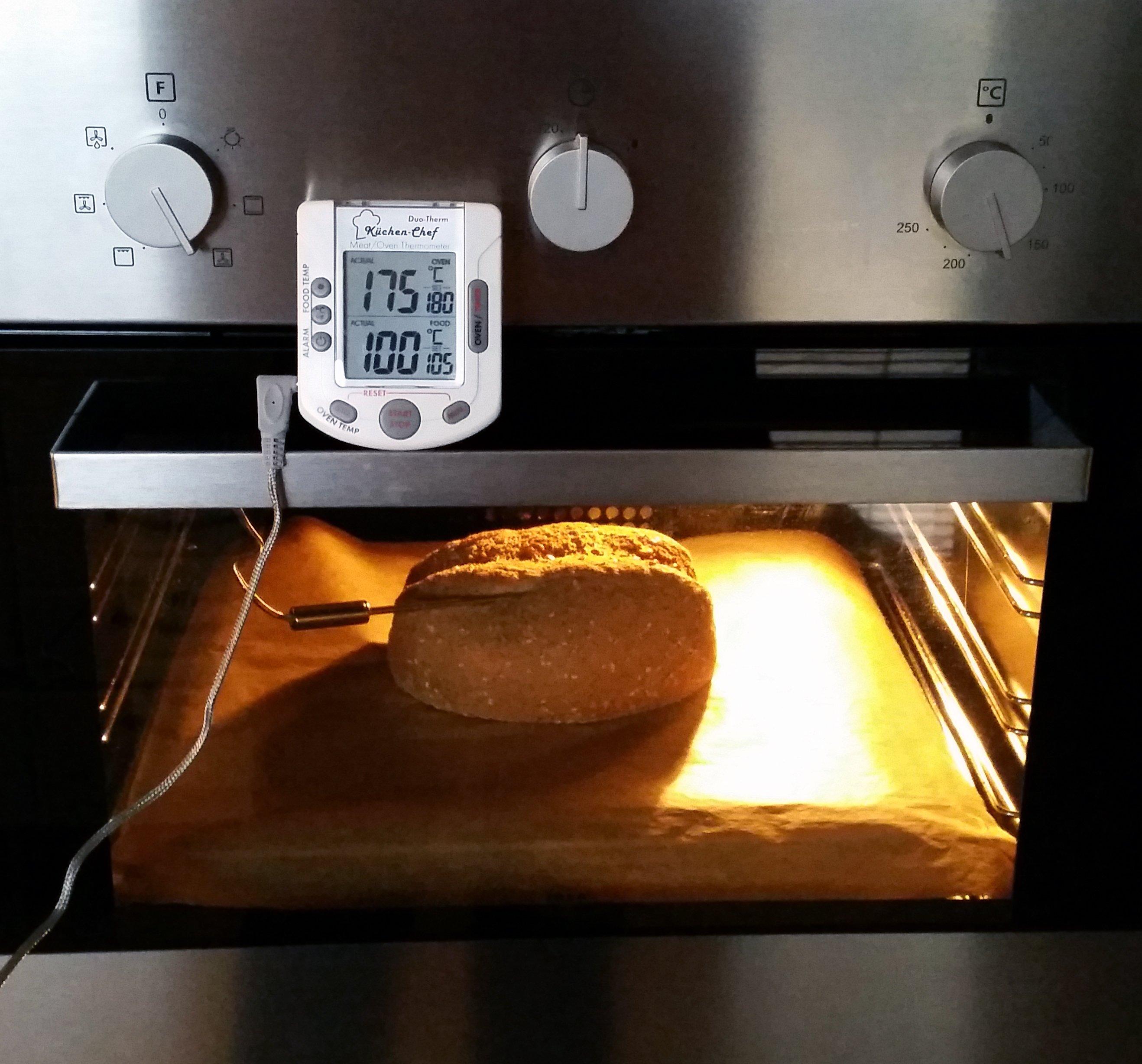Der Ofen heizt konstant auf 175°C und dennoch steigt die Brottemperatur nicht höher als 100°C!