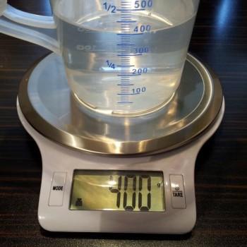 """Du benötigst exakt 400 ml Wasser. Für alle, bei denen es in der Küche öfter mal nur """"Pi-mal-Daumen"""" geht: diesmal muss es wirklich genau sein!"""