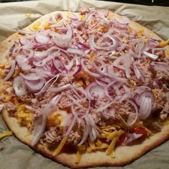 ... und den gewünschten Pizzazutaten belegen ...