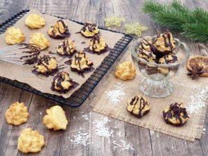 069-01_Weihnachtszauber-KOKOSMAKRONEN-low-carb-glutenfrei-mit-Schokolade