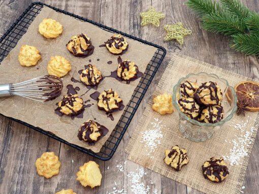 069-01_Weihnachtszauber-KOKOSMAKRONEN-lowcarb-glutenfreie-kekse-Plaetzchen-keto-sojafre-mit-schokolade