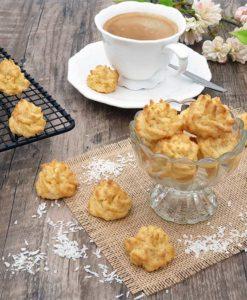 069-01_Weihnachtszauber-KOKOSMAKRONEN-lowcarb-glutenfreie-kekse-Plaetzchen-keto-zuckerfrei