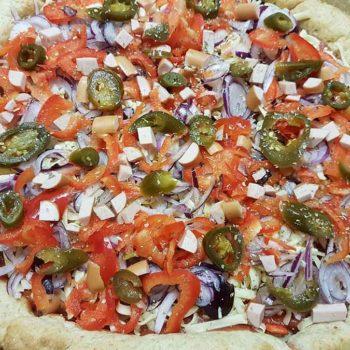 low-carb-hot-dog-pizza-mit-wuerstchenrand-glutenfrei
