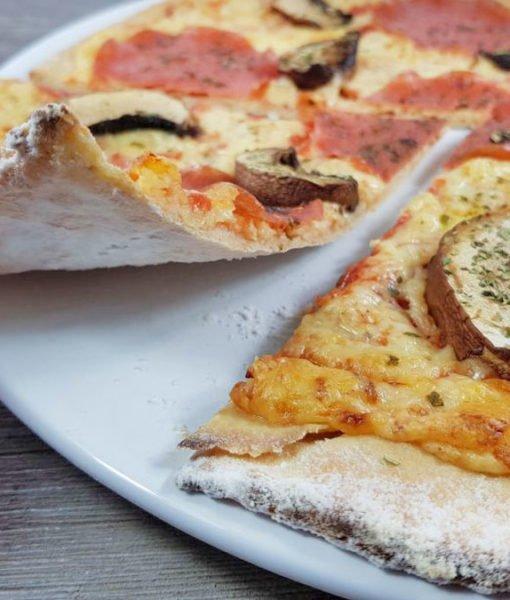 Rezept-Steinofenpizza-low-carb-glutenfrei-mit-Käserand-Pizza-vom-Stein-selbstgemacht-mit-Bambusfaser2