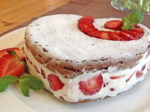 Erdbeer Mascarpone Herz lowcarb