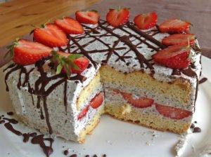 Rezept Erdbeertorte mit Mohn-Sahne-Creme lowcarb und glutenfrei