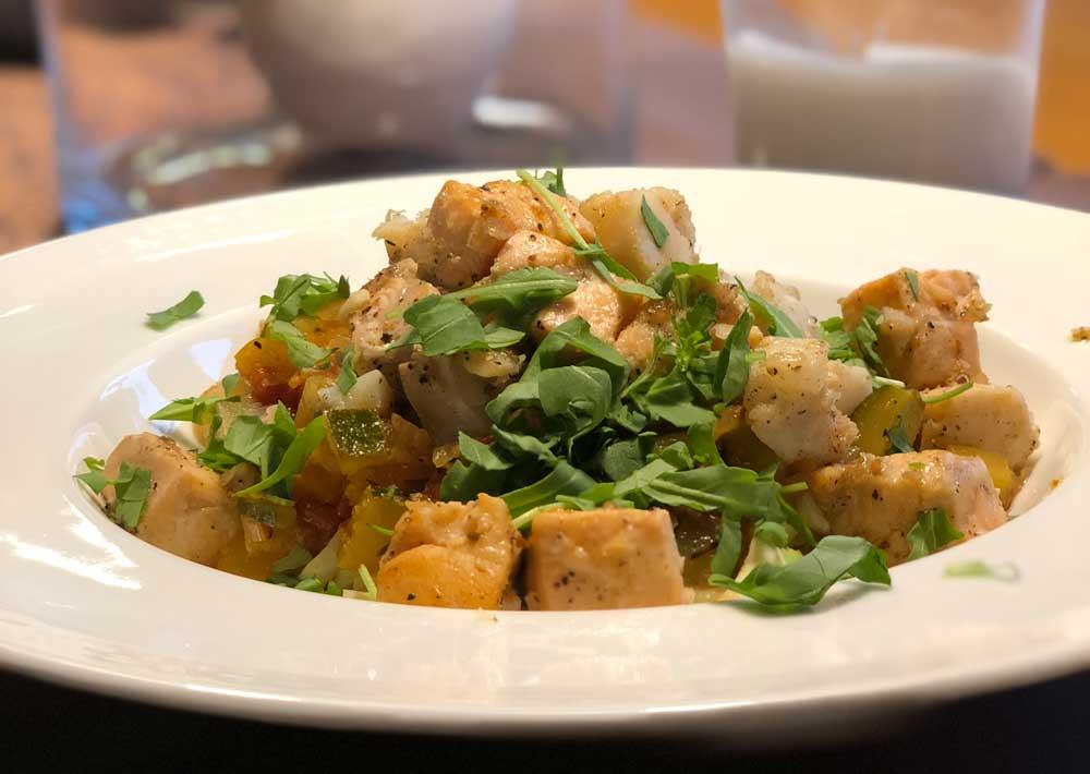 Lachs auf Nudeln mit Orangen-Gemüse-Sugo