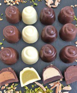 Choketo Low Carb & Keto Pralinés BUNTER MIX Großpackung mit 12 gefüllten, handgemachten Pralinen - Schokolade & Füllungen ohne Zuckerzusatz – xylitfrei