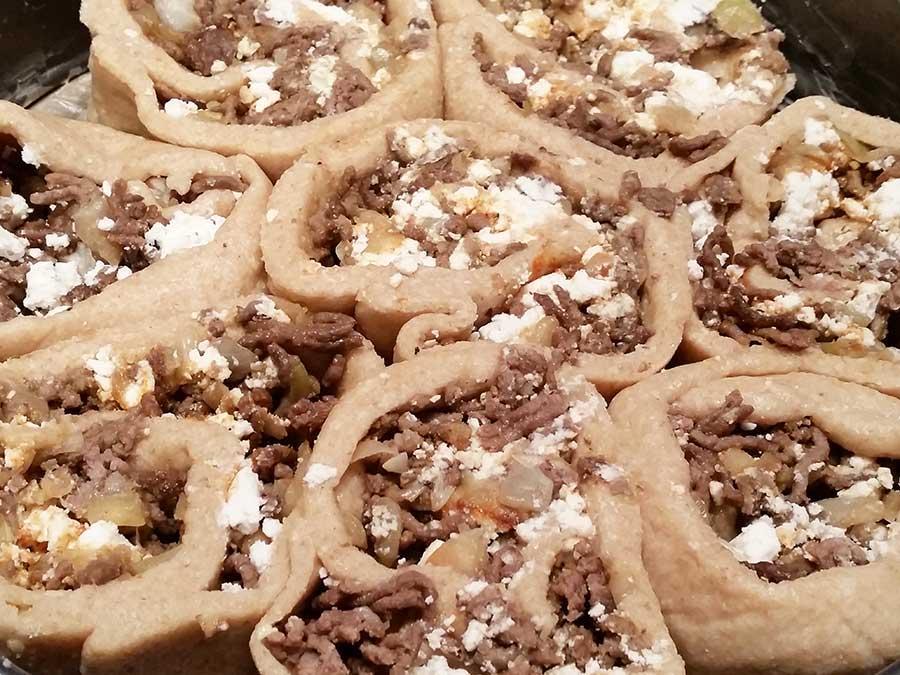 Rezept Hackfleisch-Feta-Rolle (mit Koriander-Dip) lowcarb glutenfrei