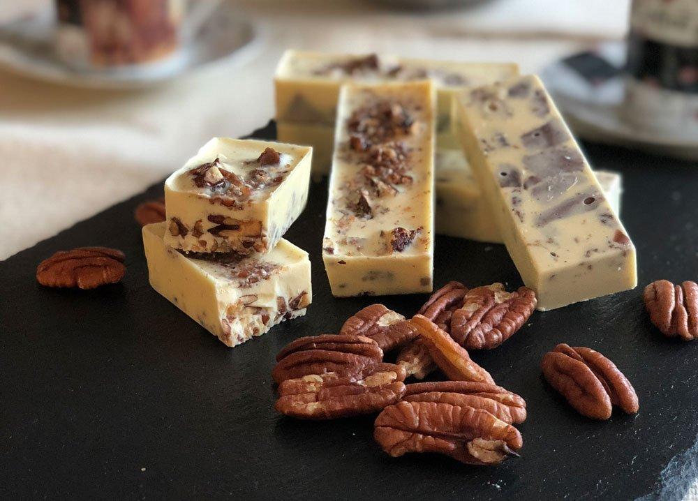 Rezept Schokoladenriegel weiß mit karamellisierten Pekannüssen lowcarb