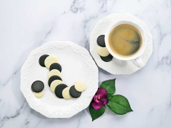 CHOKETO Taler zum Naschen SCHWARZE UND WEISSE SAHNE - low carb & keto Schokolade - handgemacht - Schokoladenchips Snack zuckerfrei