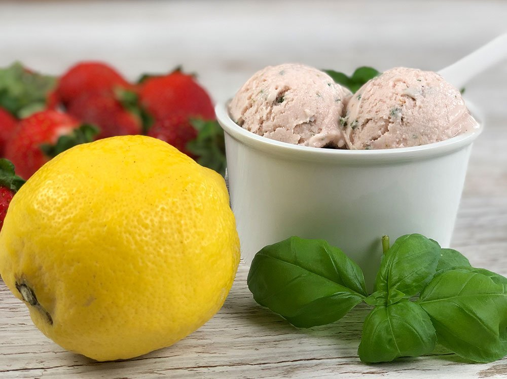 Rezept Erdbeer-Zitrone-Basilikum-Eis low carb zuckerfrei