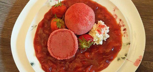 Rezept Mascarpone Erdbeer Knödel mit mit rosa Peffer-Erdbeer-Zitronensauce lowcarb glutenfrei