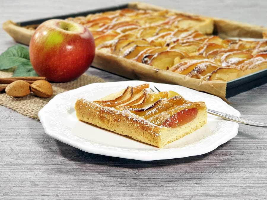 Schneller-Apfelkuchen-vom-Blech-Rezept-low-carb-glutenfrei-Muerbeteig-schwerer-Hefeteig