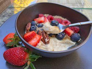 Rezept Frühstücksbowl Walnuss-Zimt mit Beeren lowcarb glutenfrei