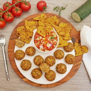 Rezept Grillwurstballs mit Sommer Salsa & Brotchips lowcarb glutenfrei