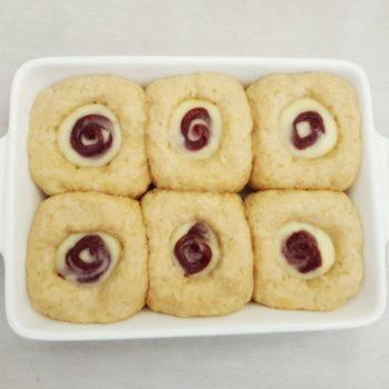 Rezept Pudding Briochebuchteln mit Fruchtcreme und Streuseln lowcarb glutenfrei