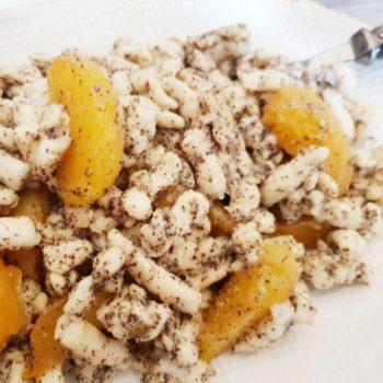 Rezept Mohn Quark Spätzle mit karamellisierten Aprikosen-Marillen lowcarb glutenfrei